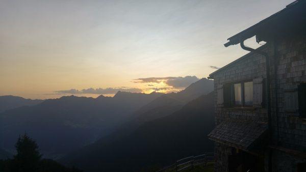 Gamshütte Sonnenaufgang Zillertal Alpen Berliner Höhenweg